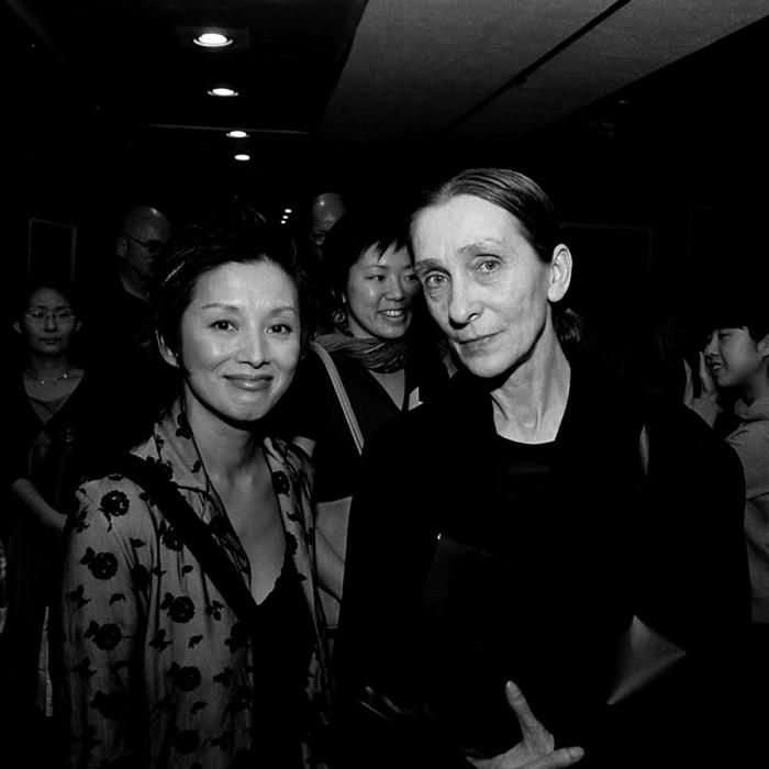 Pina Bausch & Mari Natsuki (© 2002 by Peter Brune)