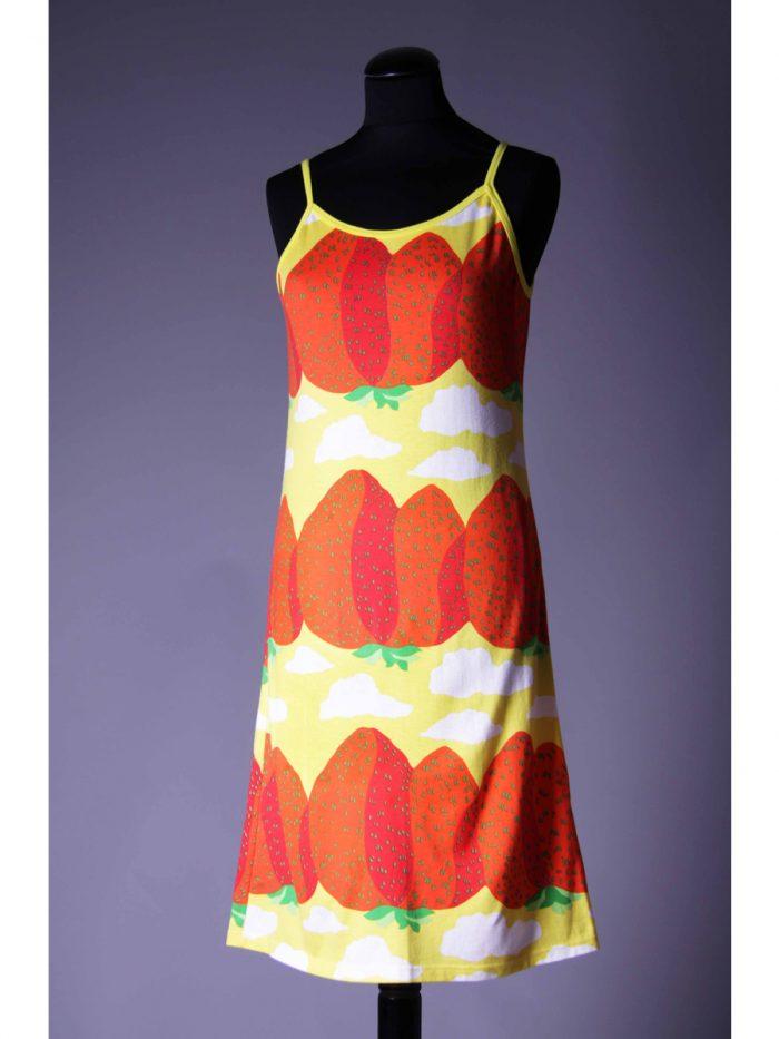 ドレス、服飾デザイン:ミカ・ピーライネン、2001年 ファブリック『マンシッカヴオレト』(イチゴの山々)、図案デザイン:マイヤ・イソラ、1969年 Design Museum / Harry Kivilinna